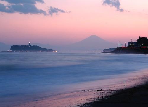 "sunset japan canon interesting explore slowshutter 日本 fujisan enoshima kanagawa mtfuji xsi explored seenonexplore kamakurabeach ""flickraward"""