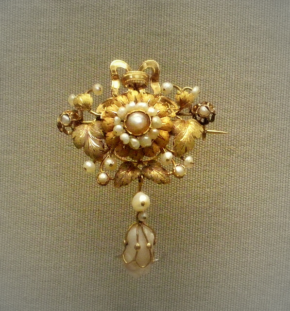 Coloured- gold brooch
