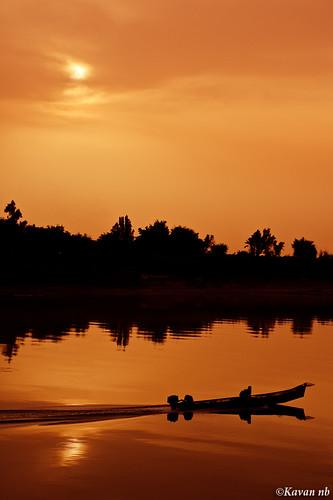 sunset hot reflection silhouette canon river landscape boat warm iran south reflect iranian 1855 ramin ahwaz khoozestan karun ahvaz karoon khouzestan khuzestan خوزستان kavan 400d khuzistan mullasani mollasani molasani