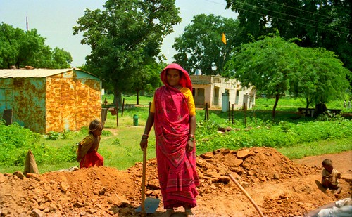 India on the road, a woman constructor, India, 2001