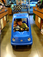 co drivers in the shopping cart   DSC00495
