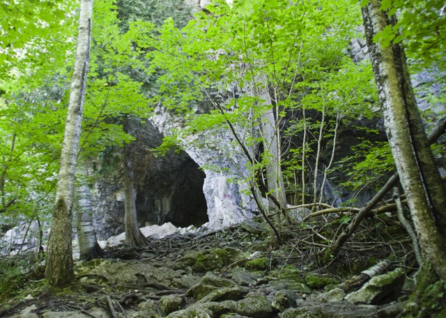 New Years Resolution - hike and explore more: Grey Bruce Caves
