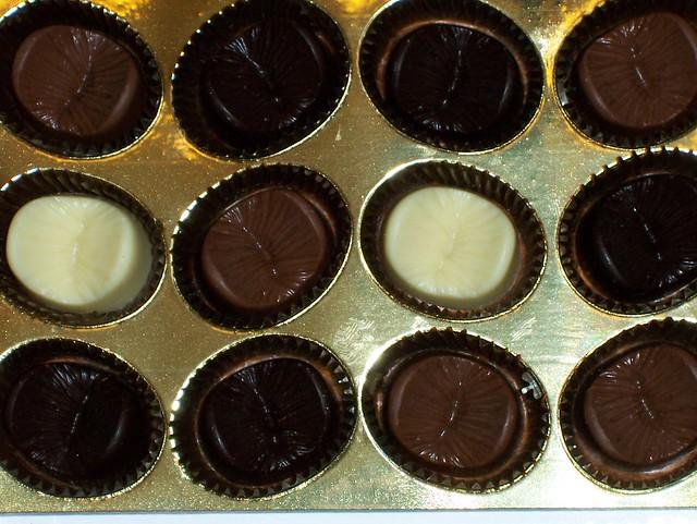 Oh Yeah : Coklat Lobang Bontot Yang Boleh Dimakan