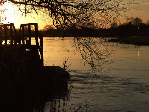uk winter sunset england nature water thames europe footbridge britain gb 2008 riverthames oxfordshire thamespath oxon swinford ©allrightsreserved abigfave swinfordtollbridge wonderfulworldmix naturessilhouettes theperfectphotographer absolutelystunningscapes woodenfootbridgeriver