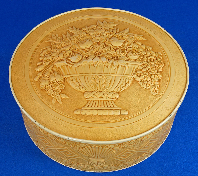 RD15263 Vintage Smith Crafted Chicago Round Fruitcake Cookie Antique Tin Box DSC08900