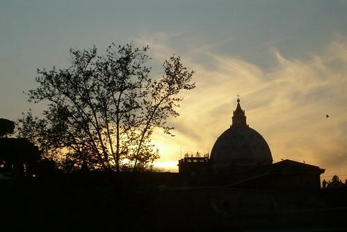 Cae la noche sobre el Vaticano...