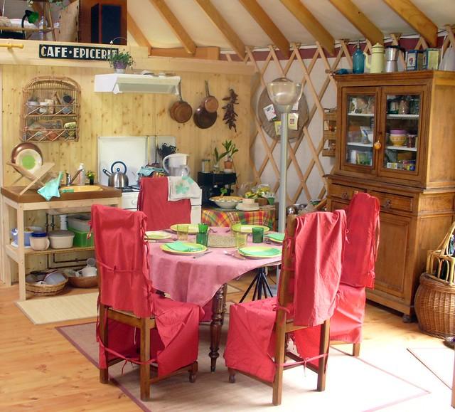 Cuisine dans une yourte contemporaine yc flickr photo for Cuisine yourte