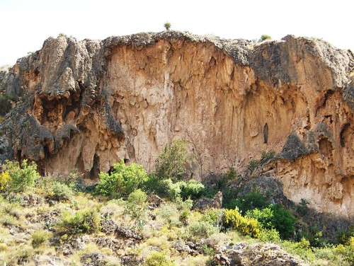 Carlsbad New Mexico - VERY UNUSUAL CLIFFS AROUND THE FALLS