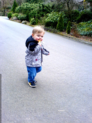 running downhill, eating a bagel   DSC00529