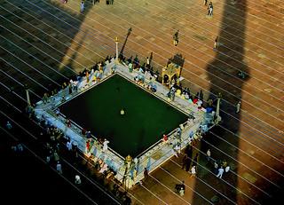 Delhi mosque courtyard