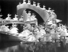 golddiggers-busby-berkeley-choreography