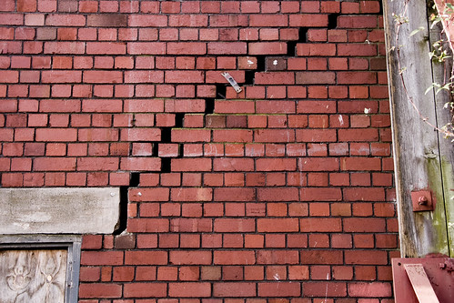 crack caused by Subsidence