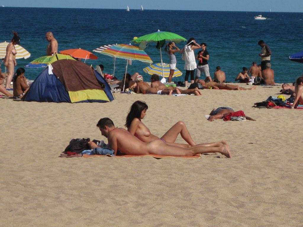 Amature girl gets naked while i tinker