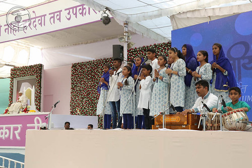 Marathi devotional song by Arti Sandesh and Saathi from Nasik