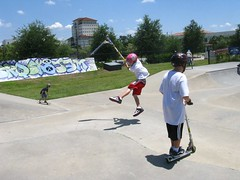 inline skating(0.0), extreme sport(0.0), skateboarding--equipment and supplies(1.0), skateboarding(1.0), sports(1.0), skateboard(1.0), street sports(1.0),