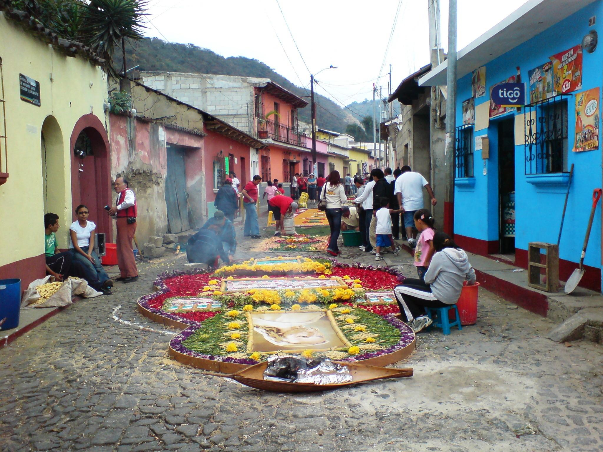 Elaboraci n de alfombras procesionales para jes s nazareno for Alfombras de antigua
