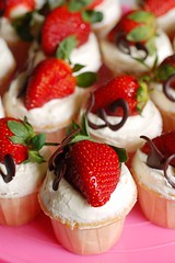 WCC011-2011 (RM3.00/Cupcake). Strawberries cupcakes