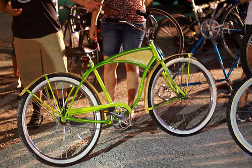 green classic bike bicycle sanantonio bamboo salsa cruiser firstfriday bicycleride ef50mmf18 beachcruiser balloontire woodfenders classicbicycle canon50d ratrodbike mprphotography ratrodbicycle sanantoniolowandslow 11junesalsa1stfriday