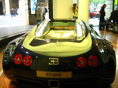 race car(1.0), automobile(1.0), bugatti(1.0), automotive exterior(1.0), vehicle(1.0), automotive design(1.0), auto show(1.0), bugatti veyron(1.0), land vehicle(1.0), luxury vehicle(1.0), supercar(1.0), sports car(1.0),