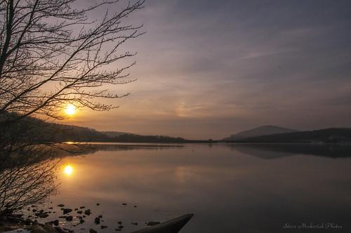 smack53 monksville monksvillereservoir reservoir morning morningsky sky paintedsky sunrise daybreak water lake reflections sun ringwood newjersey winter wintertime winterseason nikon d300 nikond300