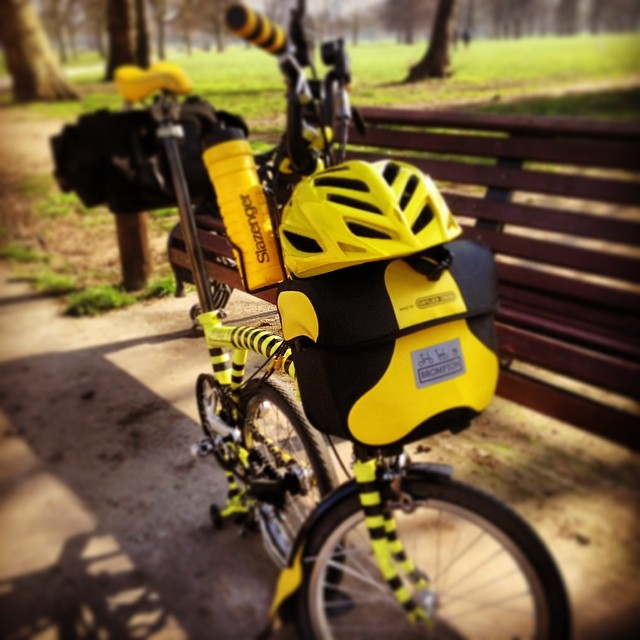 The legend in summer mode. #urban #obags #ortlieb #yellow #brompton #bromptonbicycle