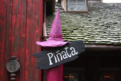 Piñata sign