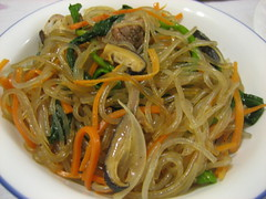 spaghetti alle vongole(0.0), lo mein(0.0), spaghetti(0.0), produce(0.0), pad thai(0.0), noodle(1.0), vegetable(1.0), mie goreng(1.0), bakmi(1.0), fried noodles(1.0), japchae(1.0), pancit(1.0), cellophane noodles(1.0), clam sauce(1.0), spaghetti aglio e olio(1.0), hokkien mee(1.0), green papaya salad(1.0), food(1.0), dish(1.0), yakisoba(1.0), chinese noodles(1.0), yaki udon(1.0), vermicelli(1.0), cuisine(1.0), chow mein(1.0),