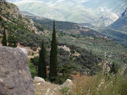 europe delphi 2006 greece tholos athenapronaia