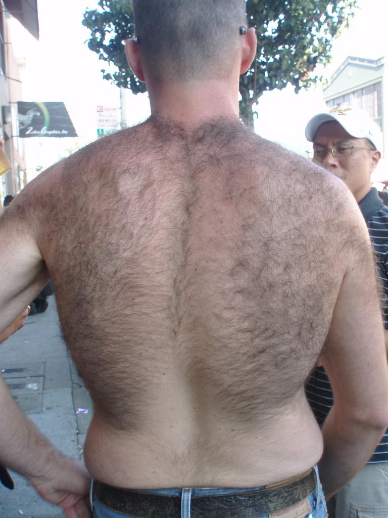 HAIRY BEAR BACK HUNK ! FOLSOM STREET FAIR 2008 !( safe photo )