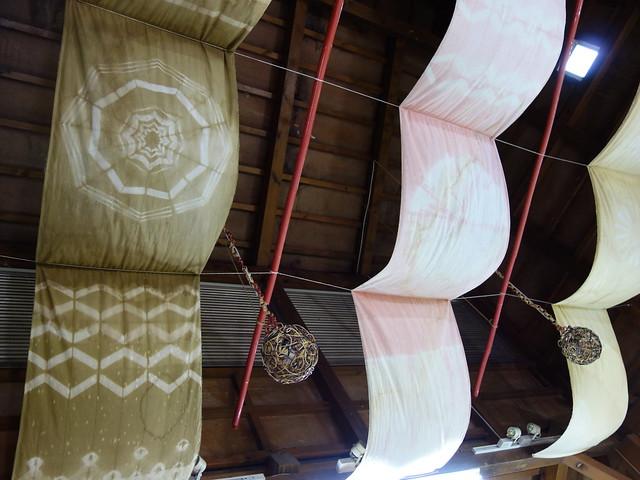 """天花板上懸掛的裝飾也是手染花布@鳳林鎮花手巾工坊"""""""