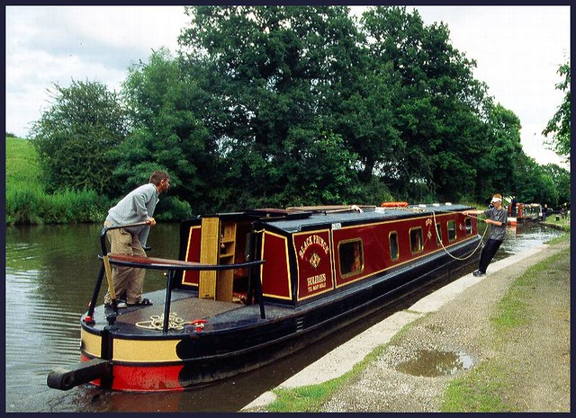 Narrowboat holidays with Waterways UK - self-drive boating in