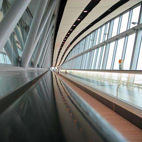 travelator gatwick airport