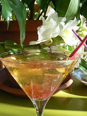 mais qu 39 est ce qu 39 on mange ce soir cannes un cocktail p tales de rose quelques amuse. Black Bedroom Furniture Sets. Home Design Ideas