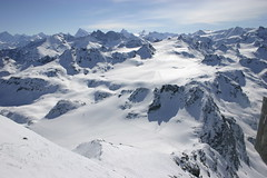 piste(0.0), mountaineering(0.0), ski touring(0.0), plateau(0.0), resort(0.0), mountain(1.0), winter(1.0), snow(1.0), glacial landform(1.0), mountain range(1.0), ice cap(1.0), cirque(1.0), summit(1.0), ridge(1.0), arãªte(1.0), massif(1.0), mountainous landforms(1.0),