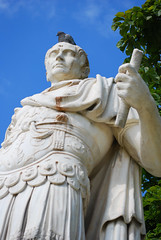 Julius Caesar and his pigeon