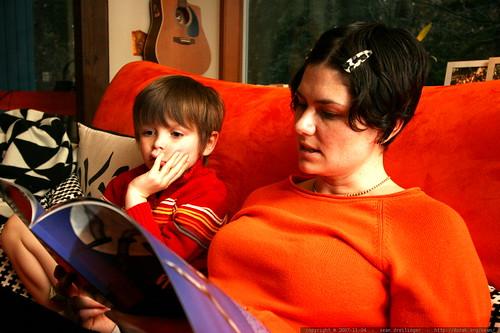 rachel reading a bat book to nick    MG 5957