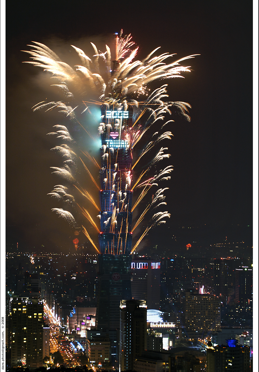 Taipei 101 fireworks for NY 2008 台北101跨年煙火 - a photo on ...