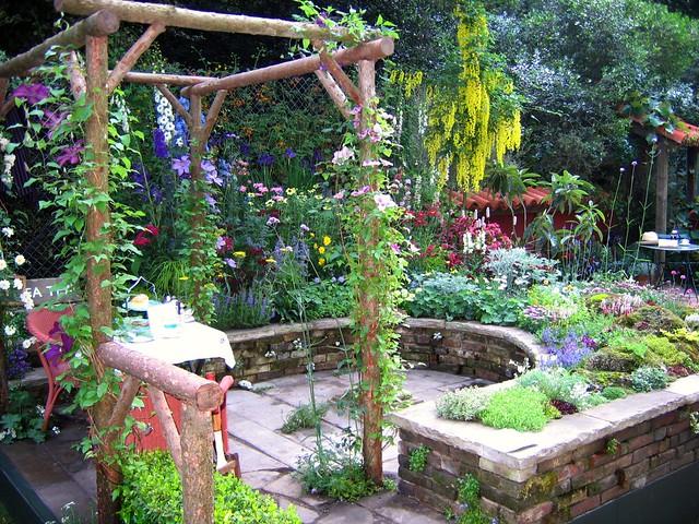 Chelsea 2007 - Courtyard gardens  Flickr - Photo Sharing!