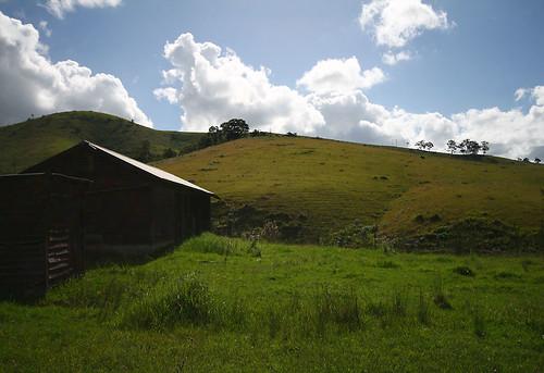 wood field grass canon landscape geotagged tin rust decay shed hills hut dslr 400d sigma1020mmf4556exdchsm geo:lat=32002321 geo:lon=152107773