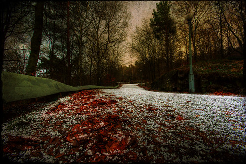 red green sweden ramberget canon350d sverige toned frontpage hdr hailstorm lucisart uncommon photomatix sigma1020 tonemapped 3exp landscapeset marcusclaesson wtfisupwiththeweater selall selnature
