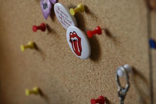 Rolling Stones and Shakespeare badges plus push pins - Corkboard DoF