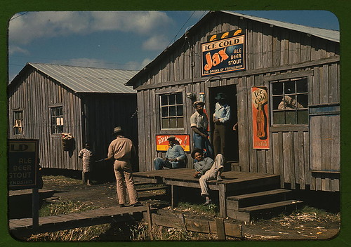 "Living quarters and ""juke joint"" for migratory workers, a slack season; Belle Glade, Fla. (LOC)"