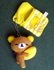 hand(0.0), keychain(0.0), textile(1.0), yellow(1.0), plush(1.0), stuffed toy(1.0), toy(1.0),
