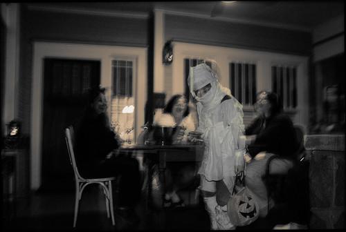 Halloween 2007, H.o.p. as mummy by Juli Kearns (Idyllopus)