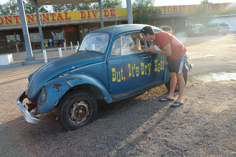 """A las afueras de la zona """"potencialmente contaminada"""" encontramos éste coche en una gasolinera con un esqueleto dentro ... ¿le pillaría alguna onda expansiva nuclear? white sands, un desierto único que cambió el mundo - 2527783291 d814c6ed66 o - White Sands, un desierto único que cambió el mundo"""