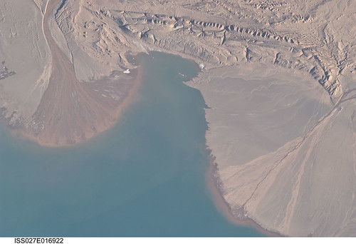 Lake Ayakum, China/Tibet (NASA, International Space Station, 04/25/11)
