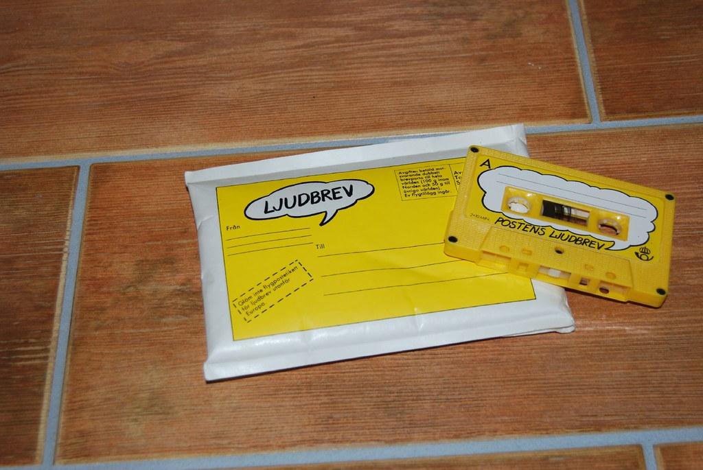 kassettband och vadderat kuvert för Postens ljudbrev