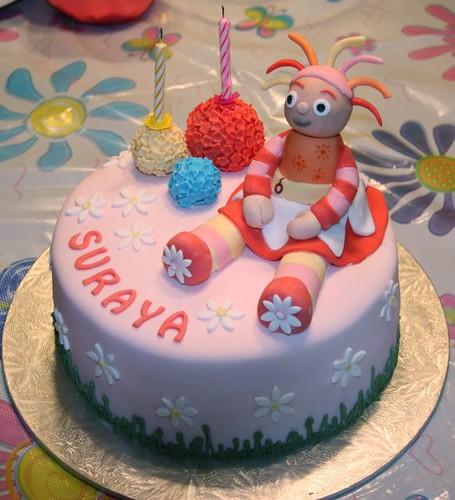 Upsy Daisy Cake 8