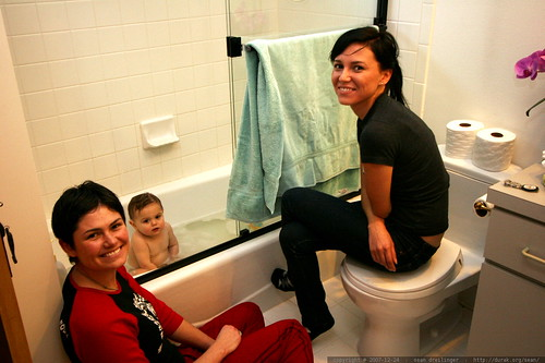 sisters bathing baby sequoia    MG 7519