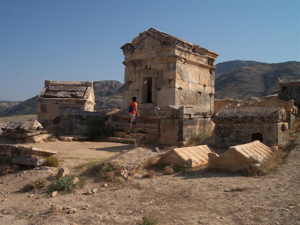 Necrópolis de Hireápolis con increíbles panteones que dan pistas de la importancia que tuvo éste lugar Pamukkale, el Castillo de Algodón - 2513532664 60edaa654b o - Pamukkale, el Castillo de Algodón